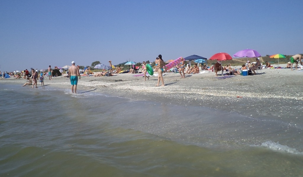 Plaja Corbu a fost dezvirginata
