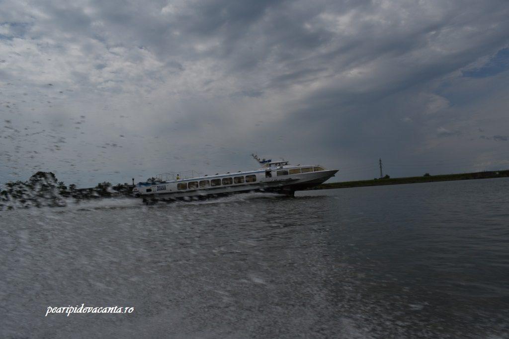 Nava Diana face legatura intre Tulcea si Sulina